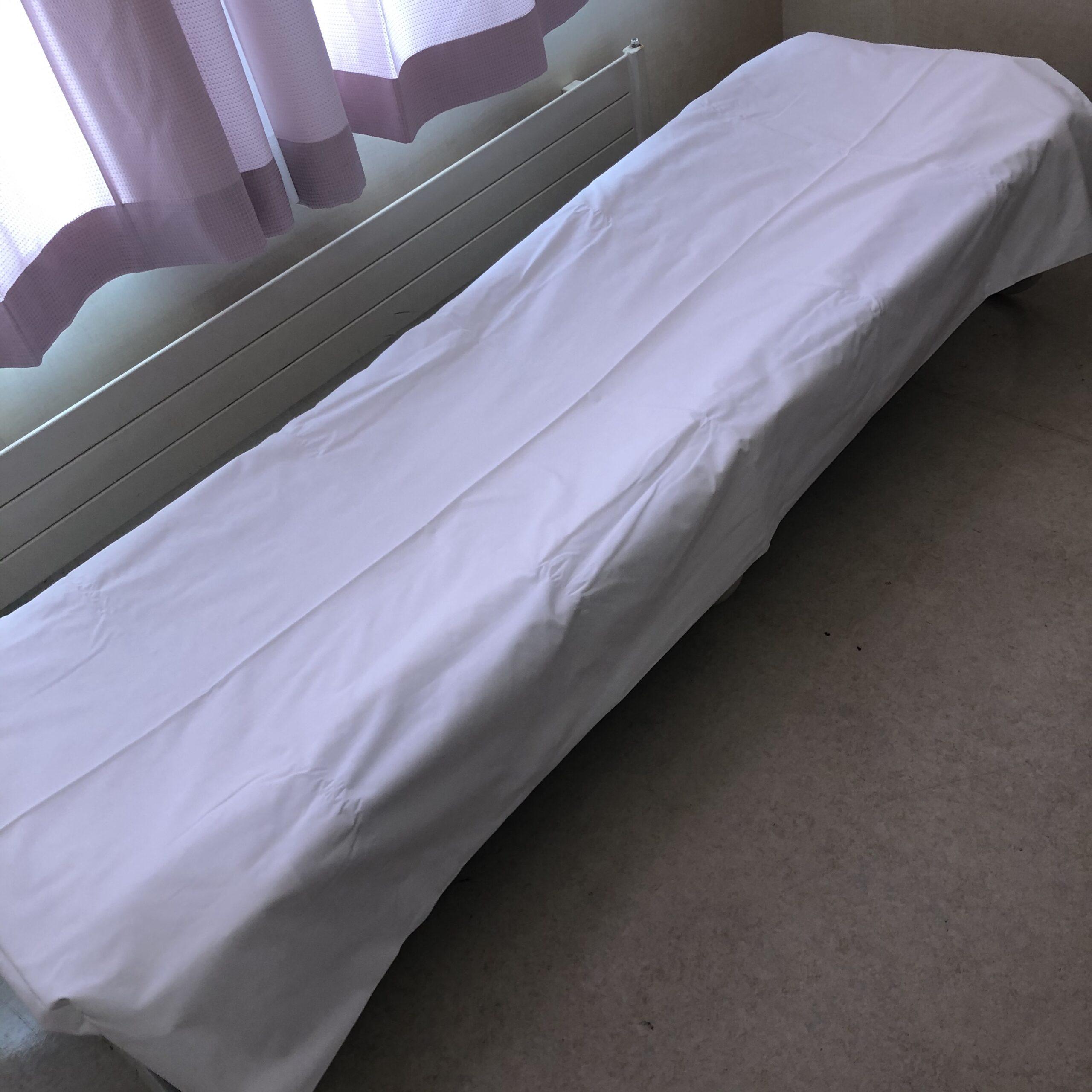 簡易ベッドのシーツ