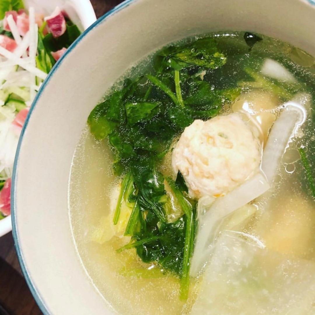 セリと鶏団子のスープ